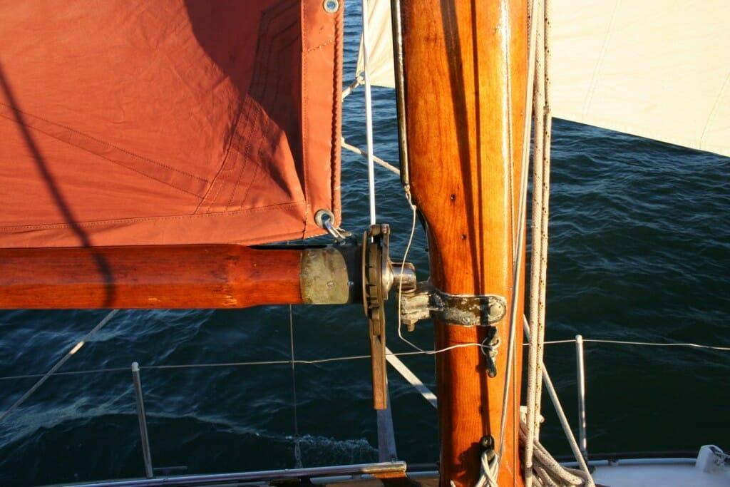 atalanta sail handling mast reefing