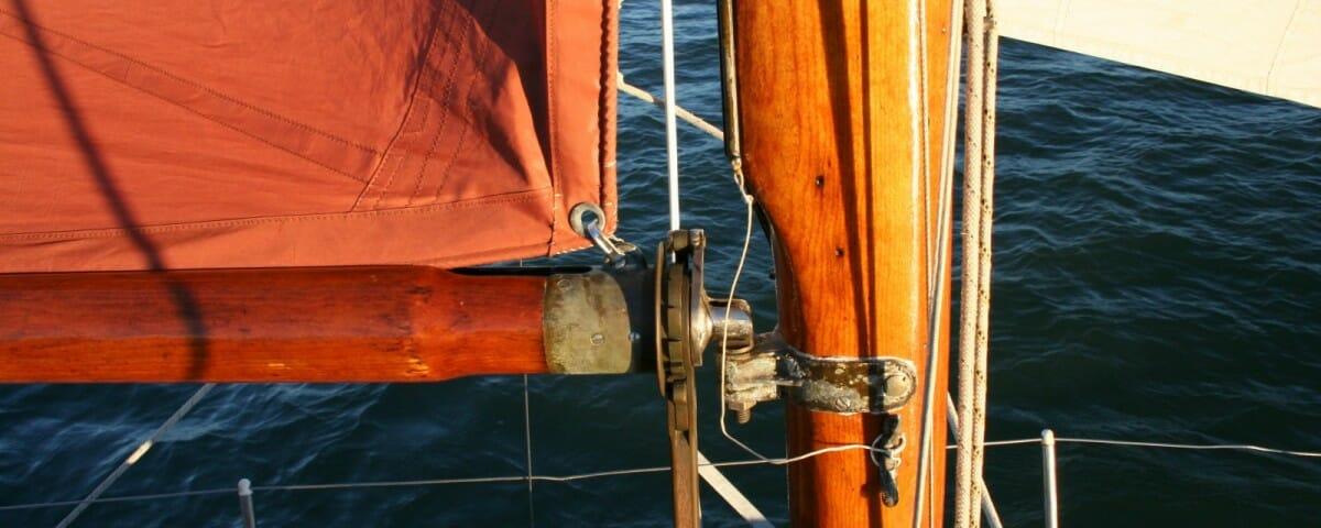 mast reefing
