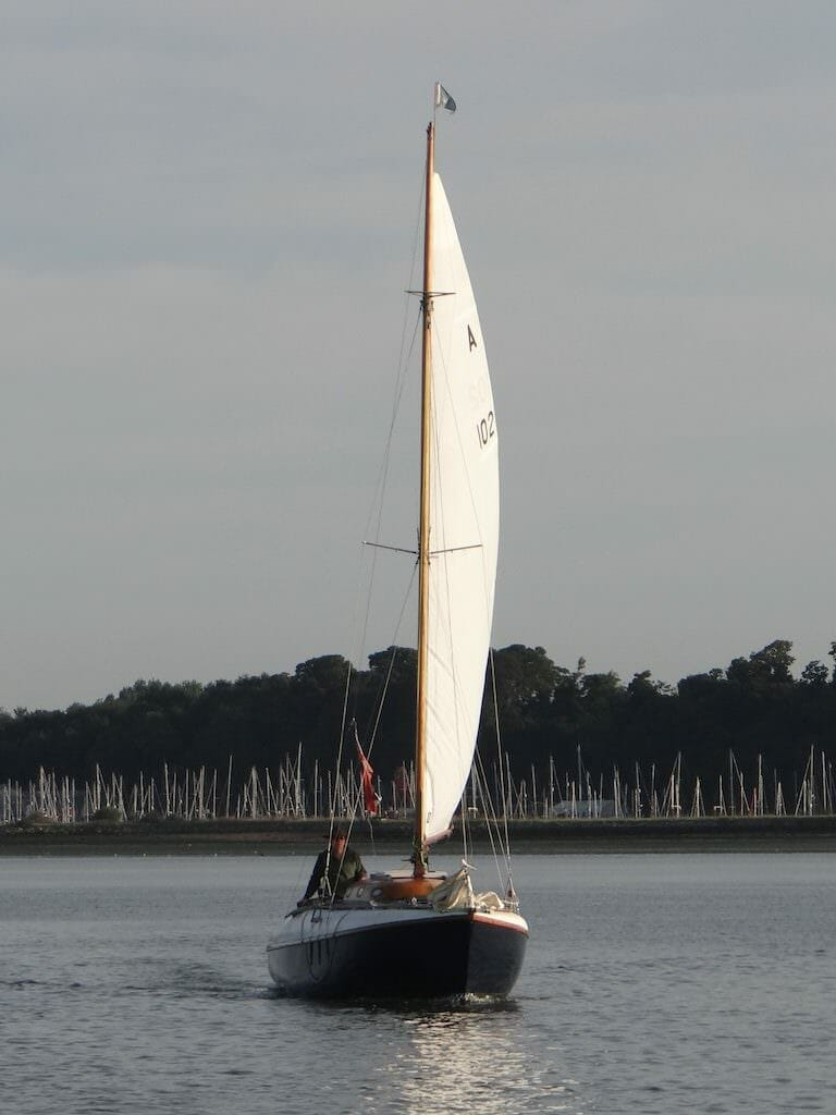A102 Atalanta Mary sailing out of the Orwell to West Mersea