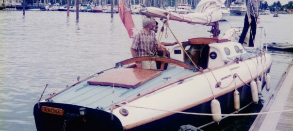 """""""Arosa"""" comes into the pontoon at the MDL Hamble event 1996"""