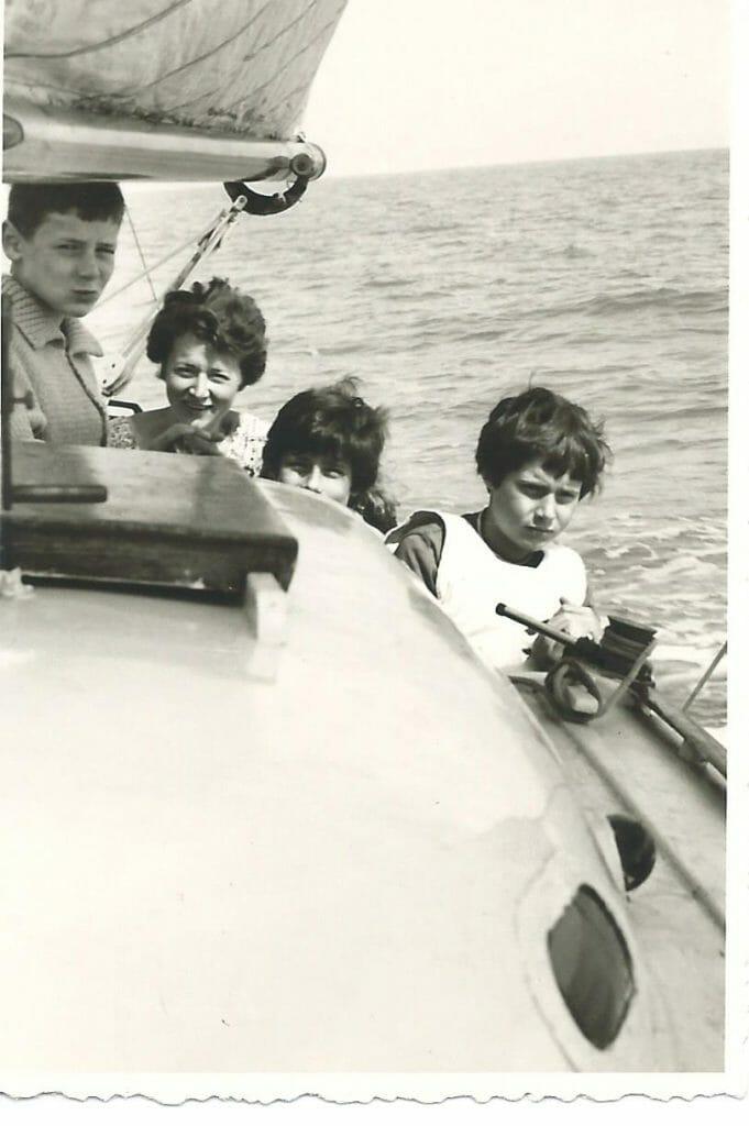 Yvonne et nos 3 enfants en mer