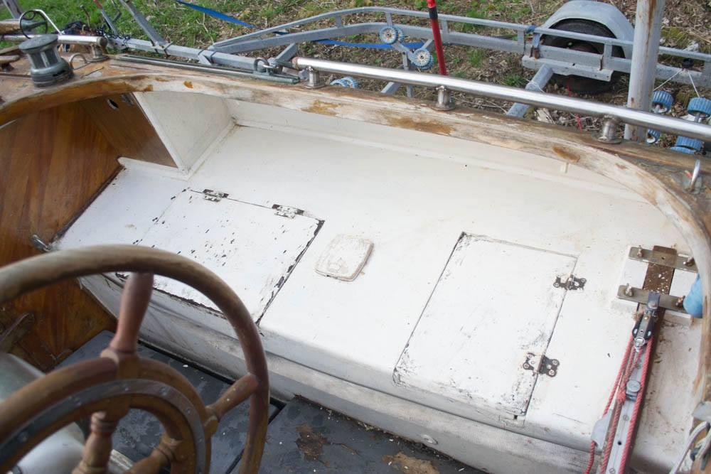 Cockpit seat starboard