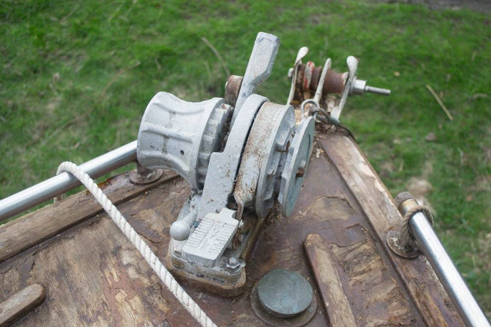 Foredeck anchor winch