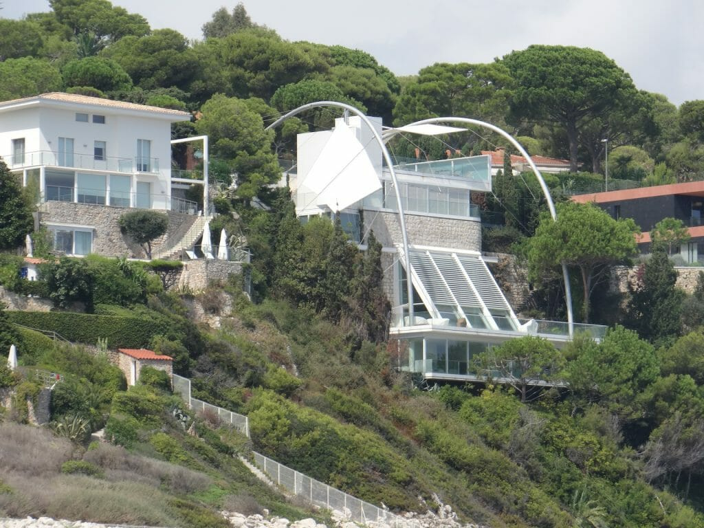 An interesting house on the way to Antibes