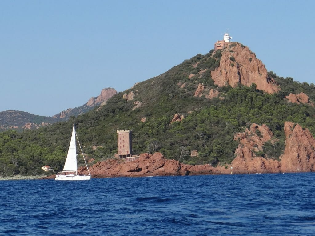 Passing the headland. Some yachts were taking shortcuts inside the lumps of rock rising from the water.